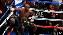 Floyd Mayweather Jr. sits in his corner between rounds against Conor McGregor in a boxing match, August 2017, in Las Vegas. (AP Photo/Eric Jamison)