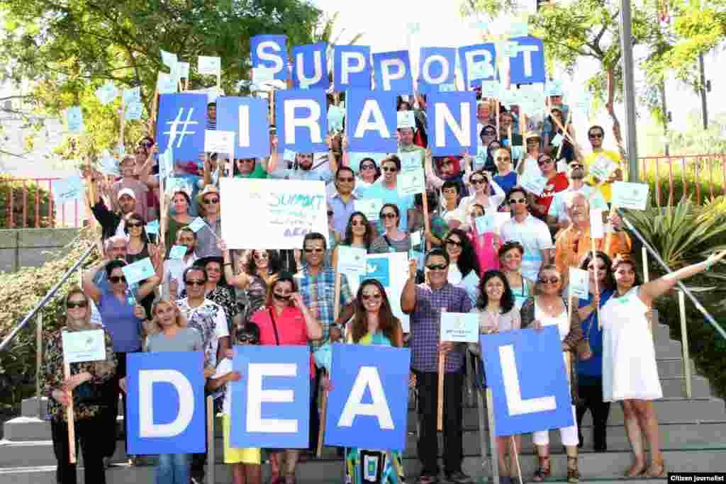 گروهی از ایرانیان هم در پارک مرکزی لس آنجلس برای حمایت از توافق هسته ای با ایران گرد هم آمدند.