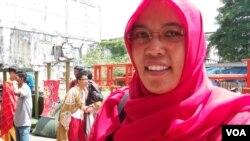 Marini M Daod dari Komunitas Perempuan Aceh Peduli Rohingya (foto: VOA/Budi Nahaba).