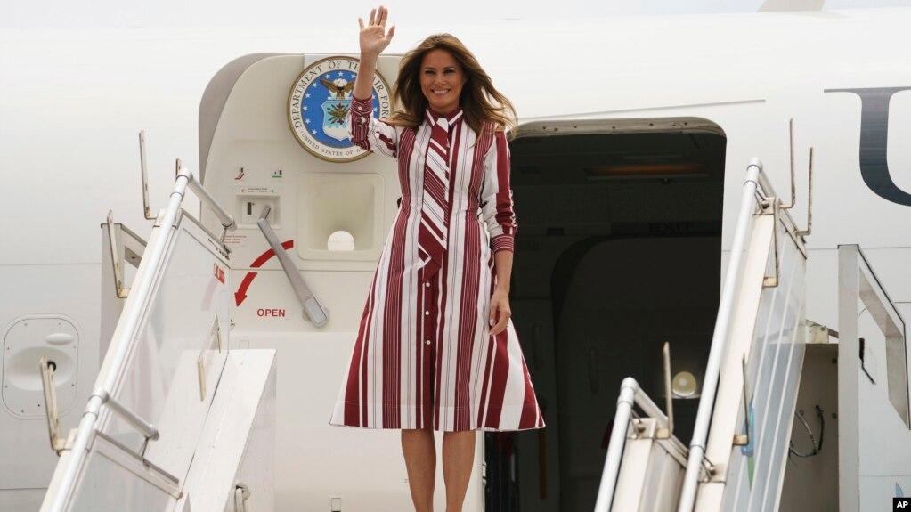 La primera dama de EE.UU., Melania Trump, llega al aeropuerto internacional Kotoka en Accra, Ghana, el martes, 2 de octubre de 2018.