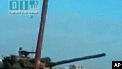 시위대를 진압하는 시리아 탱크