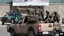 Pasukan keamanan Afghanistan memperketat penjagaan di sekitar istana Presiden di Kabul, menyusul serangan Taliban Selasa pagi (25/6).