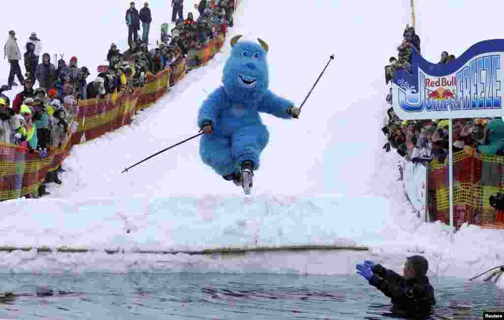 این مرد هم در لباس رد بول، به استخر آب یخ در گرجستان می پرد!