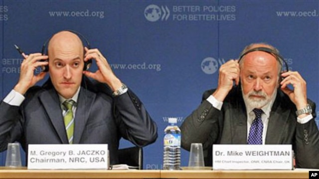 Gregory B. Jaczko, Chairman of the US Nuclear Regulatory Commission, left and Dr Mike Weightman Chief Inspector and Chairman of Britain Nuclear Safety Directorate, during a press conference on the disaster of Japan's Fukushima plant, at the OECD in Paris,