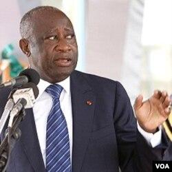 Presiden Laurent Gbagbo dilaporkan sedang merundingkan syarat-syarat untuk menyerahkan kekuasaan kepada Alassane Ouattara (5/4).