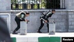 Pripadnici iranskih snaga tokom napada na parlament u Teheranu, 7. jun 2017.