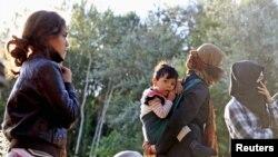 Grupa Avganistanaca odmara se blizu srpsko-madjarske granice.