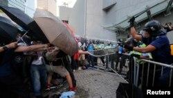 Đây là vụ rối loạn tệ hại nhất ở Hồng Kông kể từ khi cựu thuộc địa Anh này được giao lại cho Trung Quốc năm 1997.