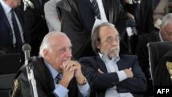 Afet Dairesi'nin eski başkan yardımcısı Bernardo De Bernardinis (sağda) avukatıyla