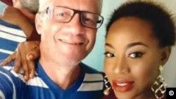 Le Danois Peter Nielsen et la chanteuse nigériane Zainab. (Facebook)