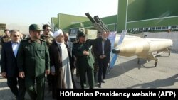 Le président iranien Hassan Rohani et son ministre de la Défense Hossein Dehqan à Téhéran, le 24 août 2014. (AFP PHOTO / HO/ SITE INTERNET DE LA PRESIDENCE)