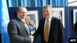 Слева направо: Олег Котов и Николай Сикорский.
