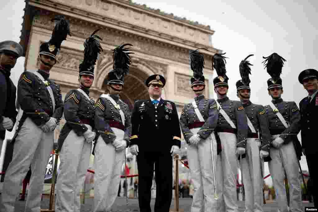 Курсанты Военной академии США выступили на церемонии поминовения