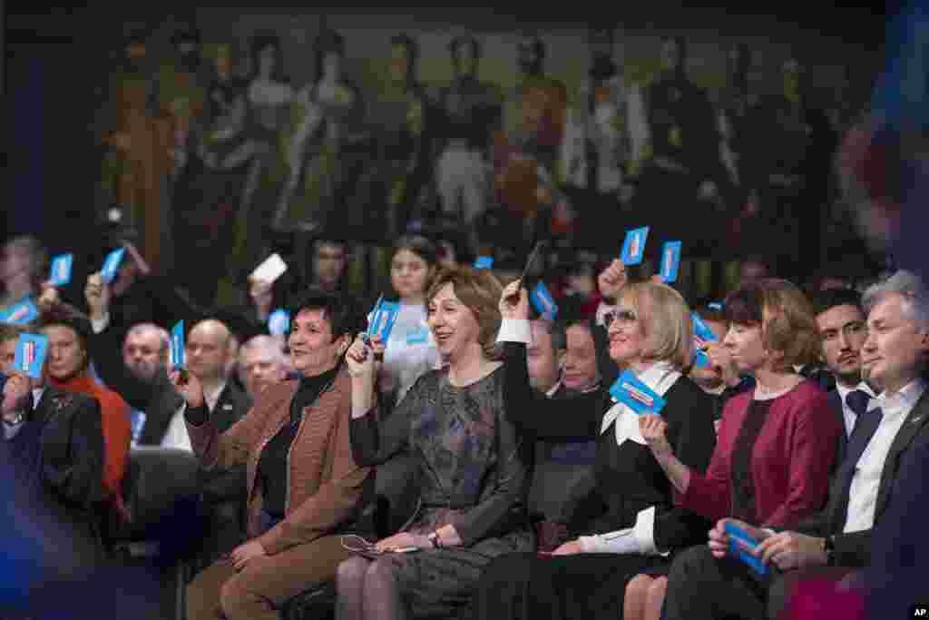 Vladimir Putin'i destekleyenler, Cumhurbaşkanı'nı yeniden aday gösterdi.
