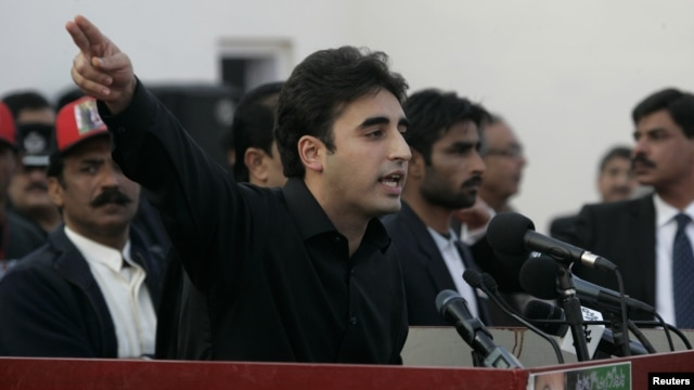 Bilawal Bhutto Zardari makes a speech to launch his political career in Garhi Khuda Bakhsh, December 27, 2012.