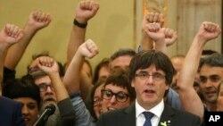 Tổng thống xứ Catalonia Carles Puigdemont bị chính phủ Tây Ban Nha bãi chức sau khi thách thức Madrid với tuyên bố độc lập.