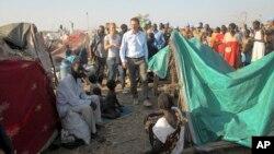 24일 유엔 관계자들이 남수단 난민촌을 방문했다.