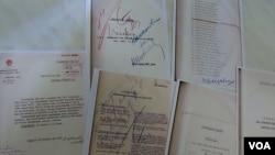 俄罗斯国家档案馆和纪念碑人权组织展示的斯大林大清洗时期苏共领导人签字的处决文件复印件。(美国之音白桦拍摄)