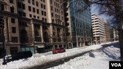 تلاشها برای پاکسازی واشنگتن از برف سنگین ۲۰۱۶
