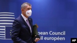 Češki premijer Andrej Babiš na samitu EU u Briselu, 21. oktobra 2021. (Foto: AP/Yves Herman, Pool)