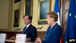 法國總統奧朗德和德國總理默克爾2014年5月10日在波羅的海城市斯特拉爾松德市政廳會見記者