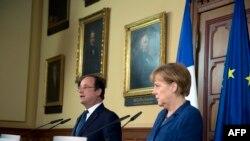Hollande û Merkel di dema konferansa rojnamevanî de.