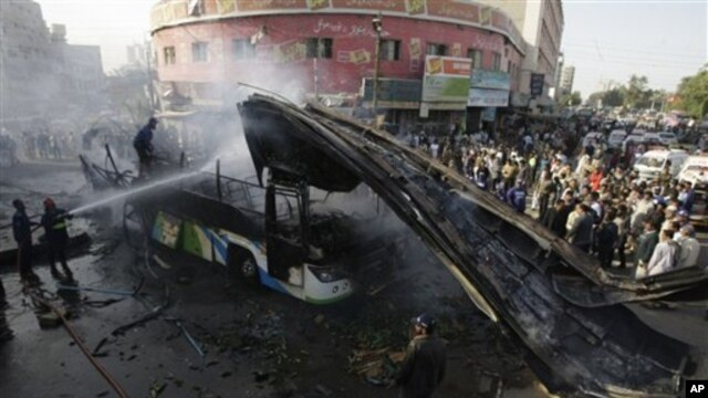차량폭탄 공격이 발생한 발루치스탄주의 마스텅 현장 사진
