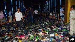 柬埔寨發生踩踏事件後現場凌亂