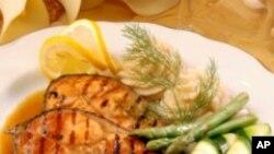 การรับประทานปลาทอดเพิ่มความเสี่ยงต่อการเป็นโรคหลอดเลือด เพราะการทอดด้วยน้ำมันทำให้ปลาสูญเสียกรดไขมัน Omega-3