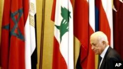 阿拉伯国家联盟秘书长阿拉比8月27号出席在开罗总部召开的会议