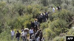 Sirijske izbeglice prelaze granicu sa Libanom bežeći od nasilja u svojoj zemlji