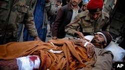 প্রেসিডেন্ট ওবামা পাকিস্তানে তালেবান বিরোধী উপজাতীয়দের বিরুদ্ধে আত্নঘাতী আক্রমনের তীব্র সমালোচনা করেন