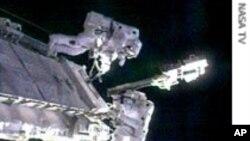 Aстронаутите од Ендевор излегоа во вселената