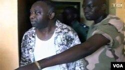 Laurent Gbagbo ki parèt nan televizyon nan Kot Divwa chèn TCI aprè li finn jwenn arestasyonn nan Abidjan