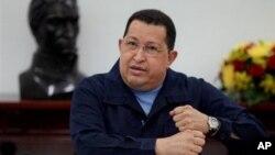 ປະທານາທິບໍດີເວເນຊູເອລາ ທ່ານ Hugo Chavez ເດີນທາງໄປຮັບການບໍາບັດສາຍແສງໄຟຟ້າ ທີ່ຄີວບາ ອີກຄັ້ງນຶ່ງ.