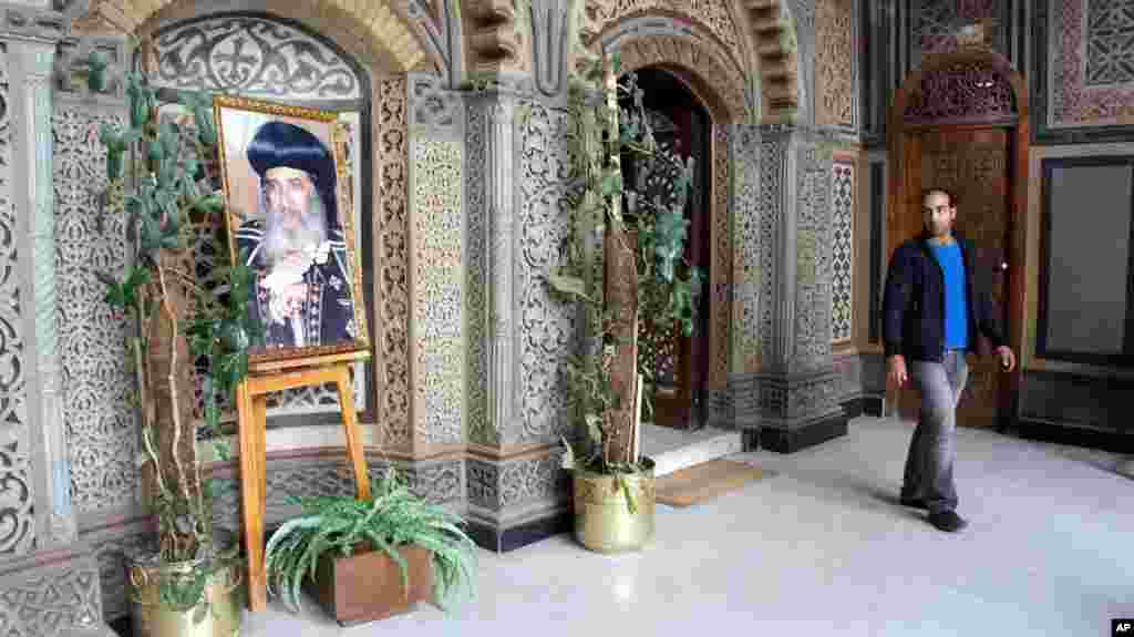 Pope Shenouda's photograph outside the Hanging Church in Coptic Cairo, Egypt. March 19, 2012 (VOA-E. Arrott)