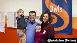 ABD Temsilciler Meclisi'ne seçilen 41 yaşındaki Luke Letlow eşi ve çocuklarıyla oy kullandıktan sonra