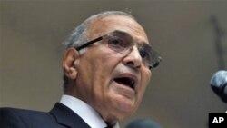 ທ່ານ Ahmed Shafiq ຜູ້ສະໝັກແຂ່ງຂັນປະທານາທິບໍດີອີຈິບ ທີ່ສໍານັກງານໃຫຍ່ຂອງທ່ານຖືກໄຟເຜົາ ທີ່ກຸງໄຄໂຣ, ອີຈິບ ວັນທີ 29 ພຶດສະພາ 2012