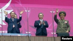 South Korea's Prime Minister Jung Hong-won (L), former South Korean minister for national defense Kim Kwan-jin (C) and North Korea's Hwang Pyong So (R), a senior aide to North Korea's leader Kim Jong Un, attend the closing ceremony of the 17th Asian Games