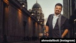 احمد علی بٹ خود کو اداکار، گلوکار اور موسیقات سے پہلے خود کو انٹرٹینر سمجھتے ہیں۔