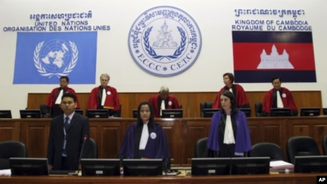 Judges stand at the start of a pre-trial chamber public hearing of former Khmer Rouge leader and head of state Khieu Samphan at the Extraordinary Chambers in the Courts of Cambodia on the outskirts of Phnom Penh. (File Photo)