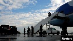 President Donald Trump arrives aboard Air Force One at Philadelphia International Airport in Philadelphia, Jan. 26, 2017.