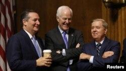 سناتور گراهام (راست) و سناتور کروز (چپ)