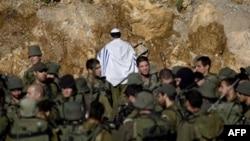 Quân đội Israel tập trung gần khu vực biên giới Israel-Syria gần làng Majdal Shams ở Cao nguyên Golan, ngày 16/5/2011