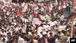 ایم کیو ایم کا جلسہ کراچی کے علاقے عزیز آباد سے متصل جناح گراؤنڈ میں ہوا۔