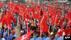 Hàng chục nghìn ủng hộ viên của phe Maoist đã diễu hành qua thủ đô Nepal hôm thứ Bảy để yêu cầu thủ tướng từ chức