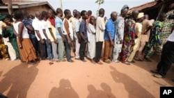 尼日利亞選民排隊投票。