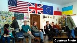 Збигнев Буяк ведет занятие в Школе Социальных Посредников, Харьков, Украина