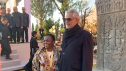 Julien Luseng and Italian tenor Andrea Bocelli, Aurora Awards Ceremony, Rome.  (S.Castlefranco/VOA)
