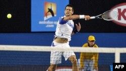Novak Đoković tokom četvrtfinalnog duela u Melburnu protiv Tomaša Berdiha